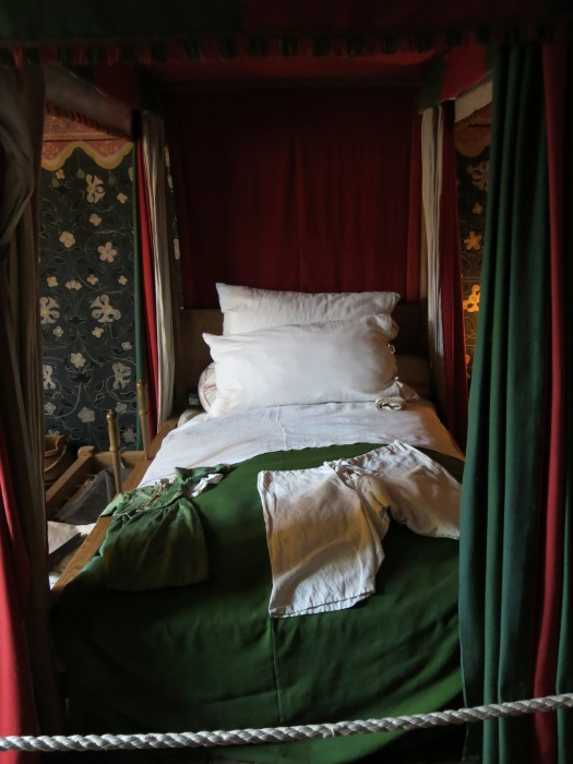 Where Shakespeare's mum rested after Shakespeare was born