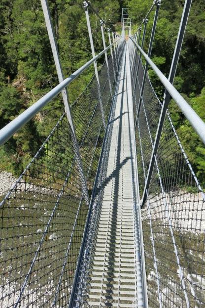 Narrow swingbridge